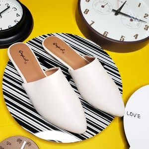 Shoes - 🆕️//The Marcy// White mule flat